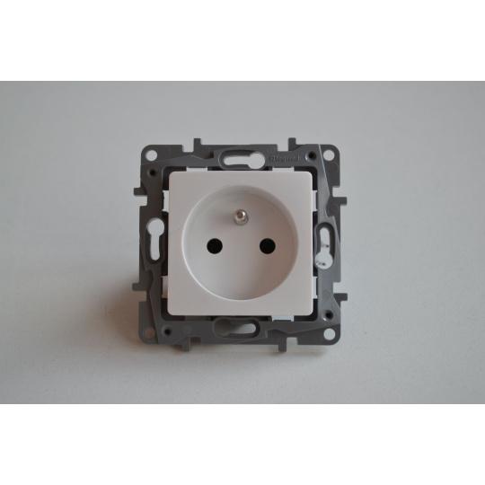 NILOE zásuvka 2p+ t 16A bílá